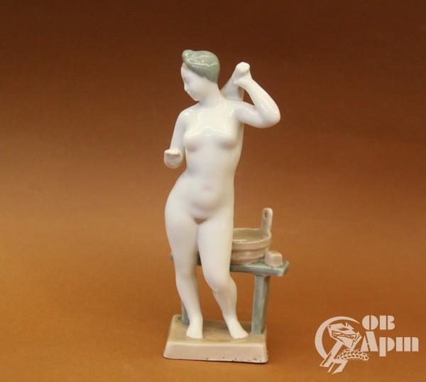 """Скульптура """"В бане"""""""