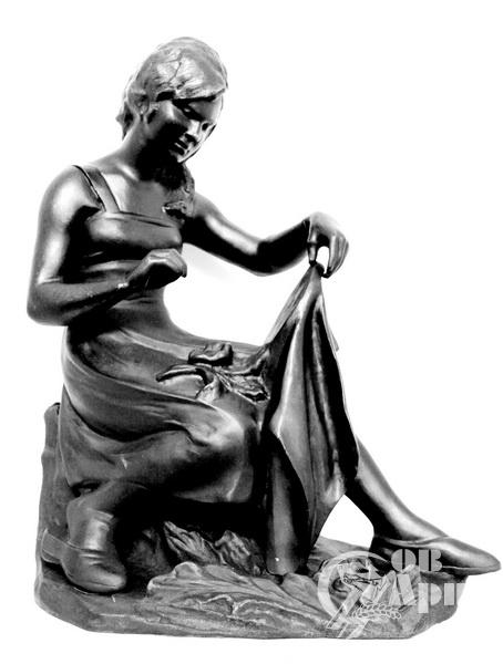 """Скульптура """"Вышивание"""""""