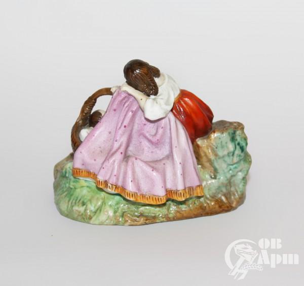 """Скульптура """"Девушка с ребенком"""" (""""Колыбельная"""")"""