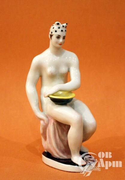 """Скульптура """"Женщина с тазом"""" (Голышка)"""