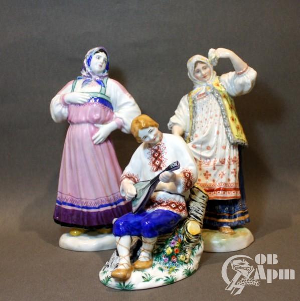 """Скульптуры из композиции """"Пляшущие бабы"""""""