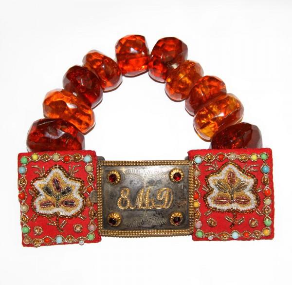 Свадебное украшение с янтарем