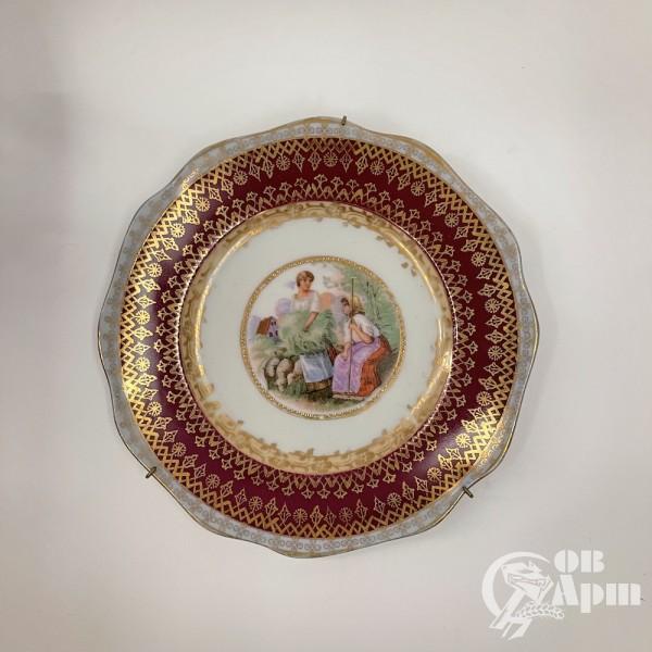 Декоративные тарелки с пасторальными сценами