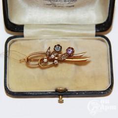 Брошь с бриллиантами, аметистом и корундом выращенным