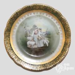 Декоративная тарелка с пасторальной сценой