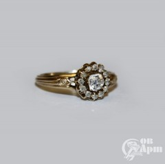 Кольцо-малинка с бриллиантом и алмазами