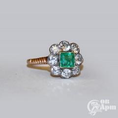 """Кольцо """"Малинка"""" с изумрудом и бриллиантами"""