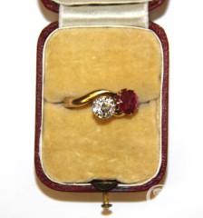 """Кольцо """"Поцелуй"""" с рубином и бриллиантом"""