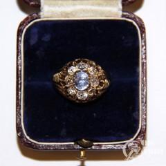 Кольцо с бриллиантами и природным сапфиром