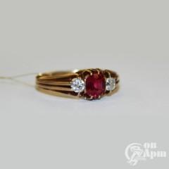 Кольцо с бриллиантами и выращенным рубином