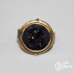Кольцо с камеей на обсидиане