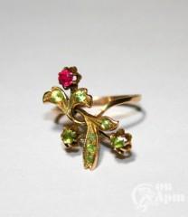 Кольцо с хризолитами и рубином