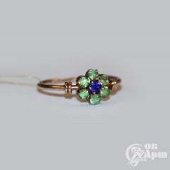 Кольцо с хризолитами и ювелирным стеклом