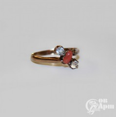 Кольцо с кораллом и горным хрусталем