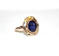 Кольцо с сапфиром выращенным