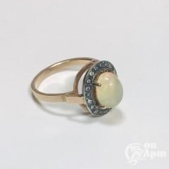 Кольцо с золотистым опалом и алмазами