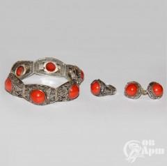 Комплект: браслет, кольцо и серьги с кораллами