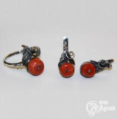 Комплект: кольцо и серьги с кораллами