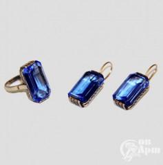 Комплект с выращенными голубыми корундами