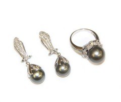 Комплект: серьги и кольцо с жемчугом и бриллиантами