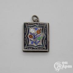 Медальон - локет с выемчатой эмалью
