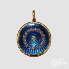 Медальон с эмалью и бриллиантами