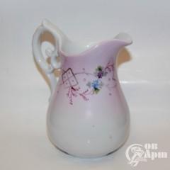 Молочник с цветочным узором