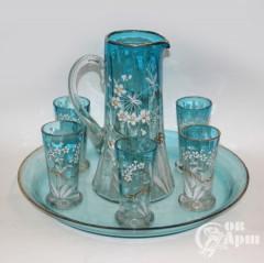 Набор для напитков: графин и шесть стаканов на подносе