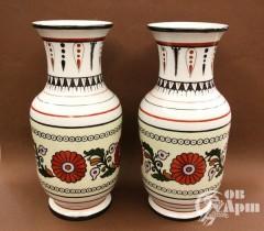 """Парные вазы в """"греческом"""" стиле с цветочным орнментом"""