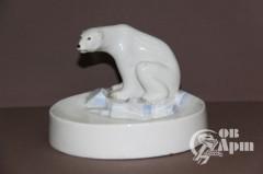 """Пепельница """"Белый медведь на охоте"""""""
