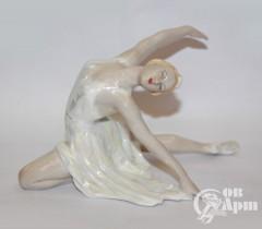 """Скульптура """"Балерина Н. М. Дудинская в роли Сюимбике"""""""