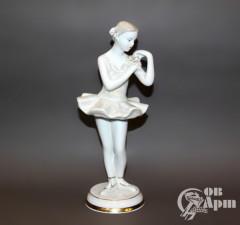 "Скульптура ""Балерина с розой"""