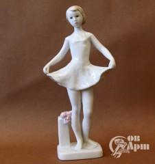 """Скульптура """"Балерина с цветами"""""""