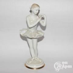 "Скульптура ""Балерина с цветком"""