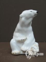 """Скульптура """"Белый медведь сидящий"""""""