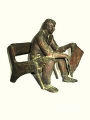 """Скульптура """"Читающий газету"""""""