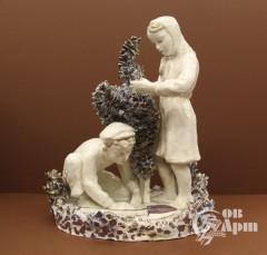"""Скульптура """"Дети, сажающие дерево"""""""