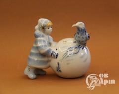 """Скульптура """"Девочка и ворона"""""""