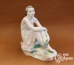 """Скульптура """"Девушка с букетом"""""""