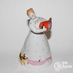 """Скульптура """"Девушка с чайником"""""""