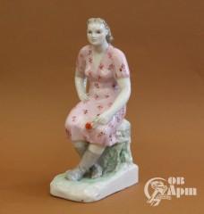 """Скульптура """"Девушка с цветком"""""""