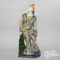 """Скульптура """"Девушка в цветочном костюме"""", фаянс, Артамонова"""