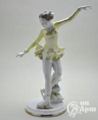 "Скульптура ""Фигуристка"""