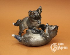 """Скульптура """"Играющие лисицы"""""""