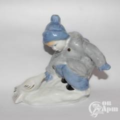 """Скульптура """"Мальчик с голубем"""""""