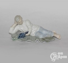 """Скульптура """"Мальчик с книгой"""""""