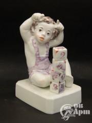 """Скульптура """"Мальчик с кубиками"""""""