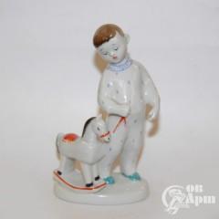"""Скульптура """"Мальчик с лошадкой"""""""