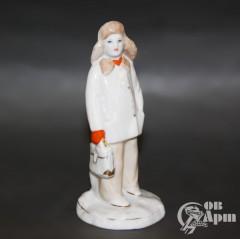 """Скульптура """"Мальчик с портфелем"""""""