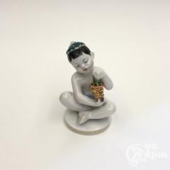 """Скульптура """"Мальчик с виноградом"""""""